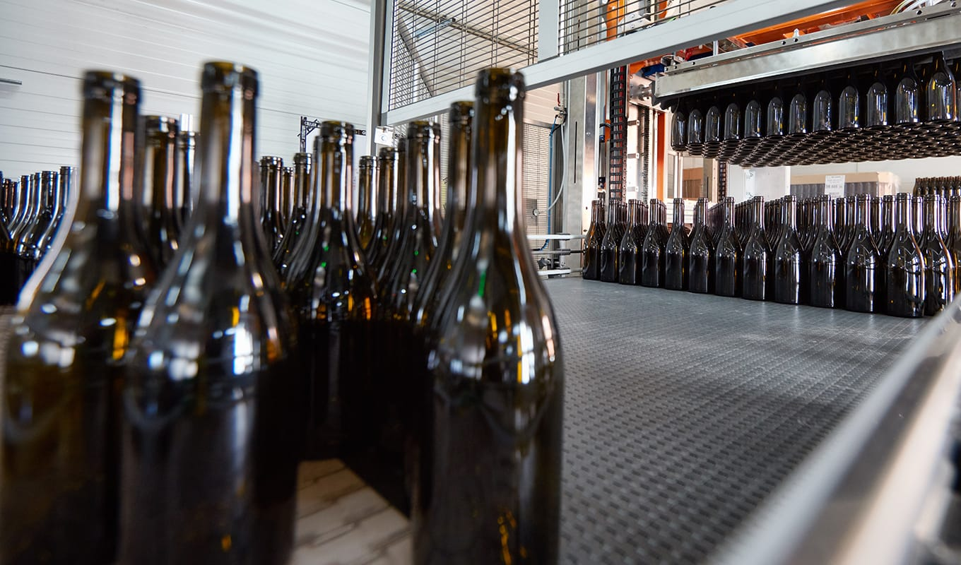 Implementation of 20000 hl of supplementary vats following the merger with the Vignerons of Saint-Gervais. The same year, the Cellier des Chartreux invests  in a brand new bottling lines entirely automated.